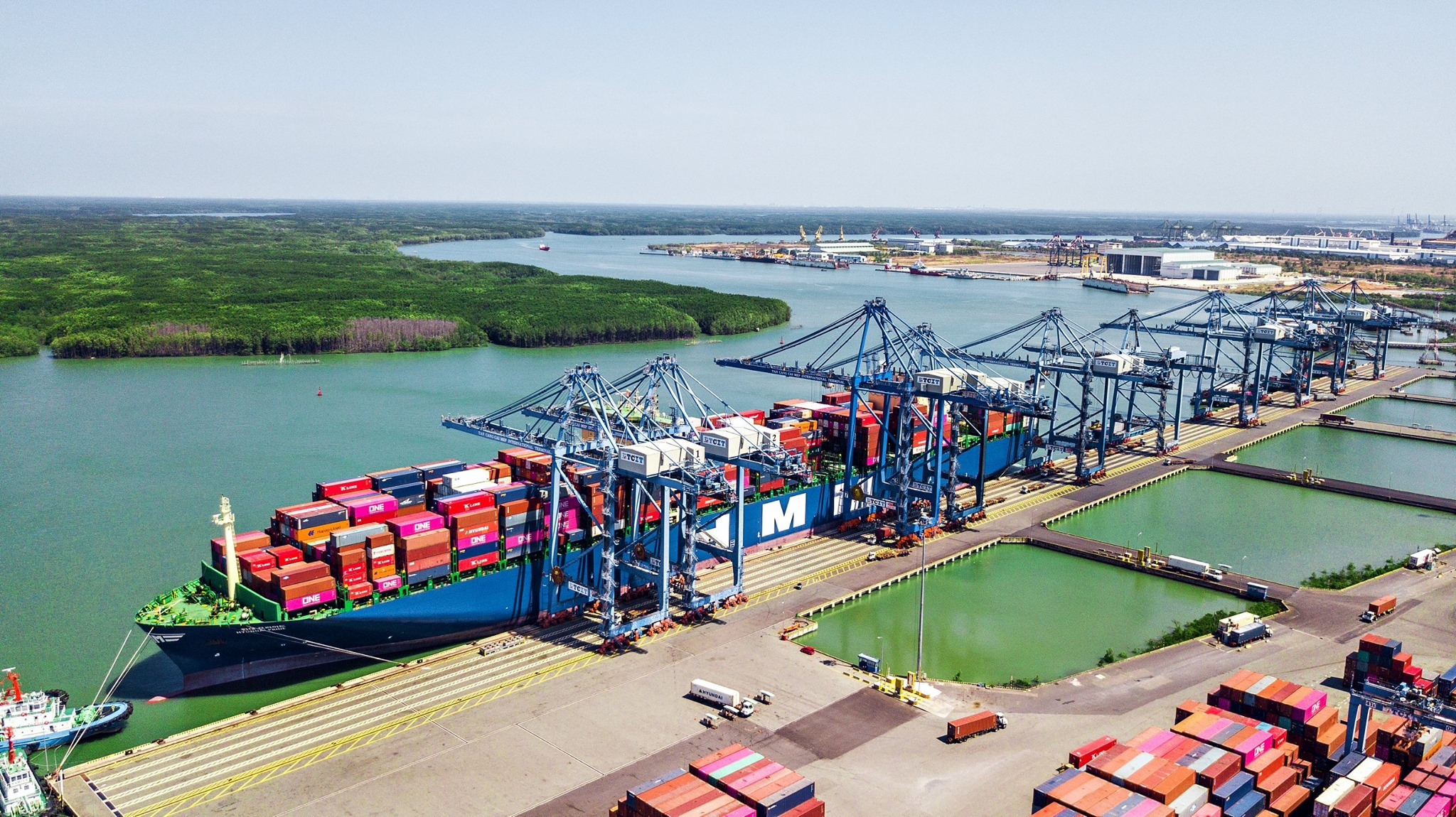 TCIT WELCOMES HUYNDAI PRIDE - HMM BIGGEST CONTAINER VESSEL TO EVER CALL VIETNAM