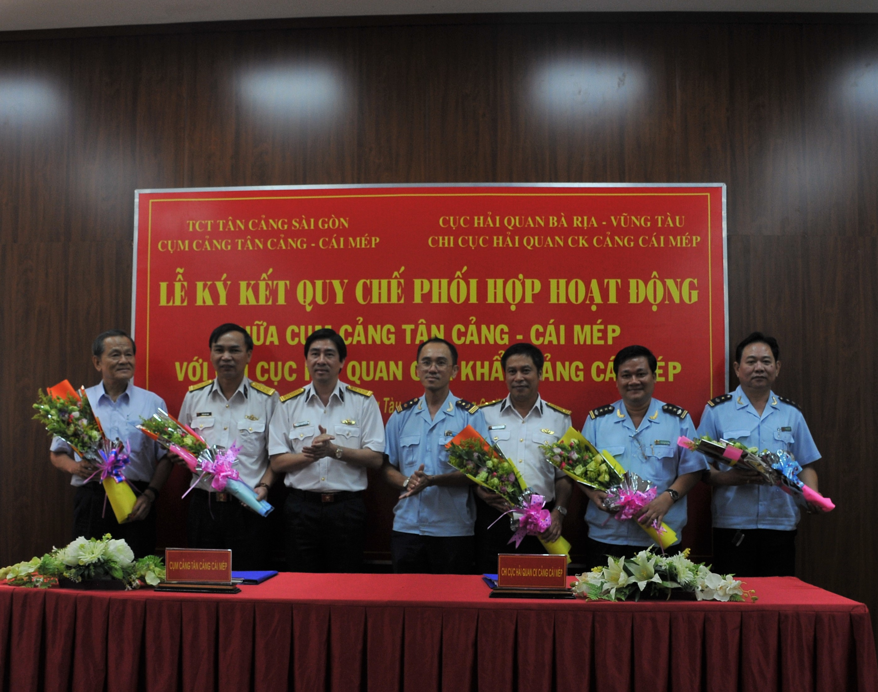Tan Cang - Cai Mep Port (SNP) inks deal with Cai Mep Sea-port Customs Branch for Coordinating Regulations
