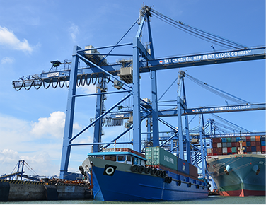 Container transshipment service